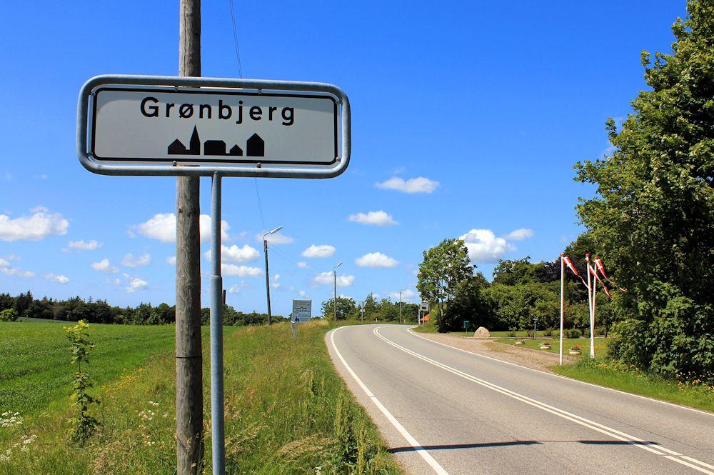 Indkørsel til Grønbjerg.